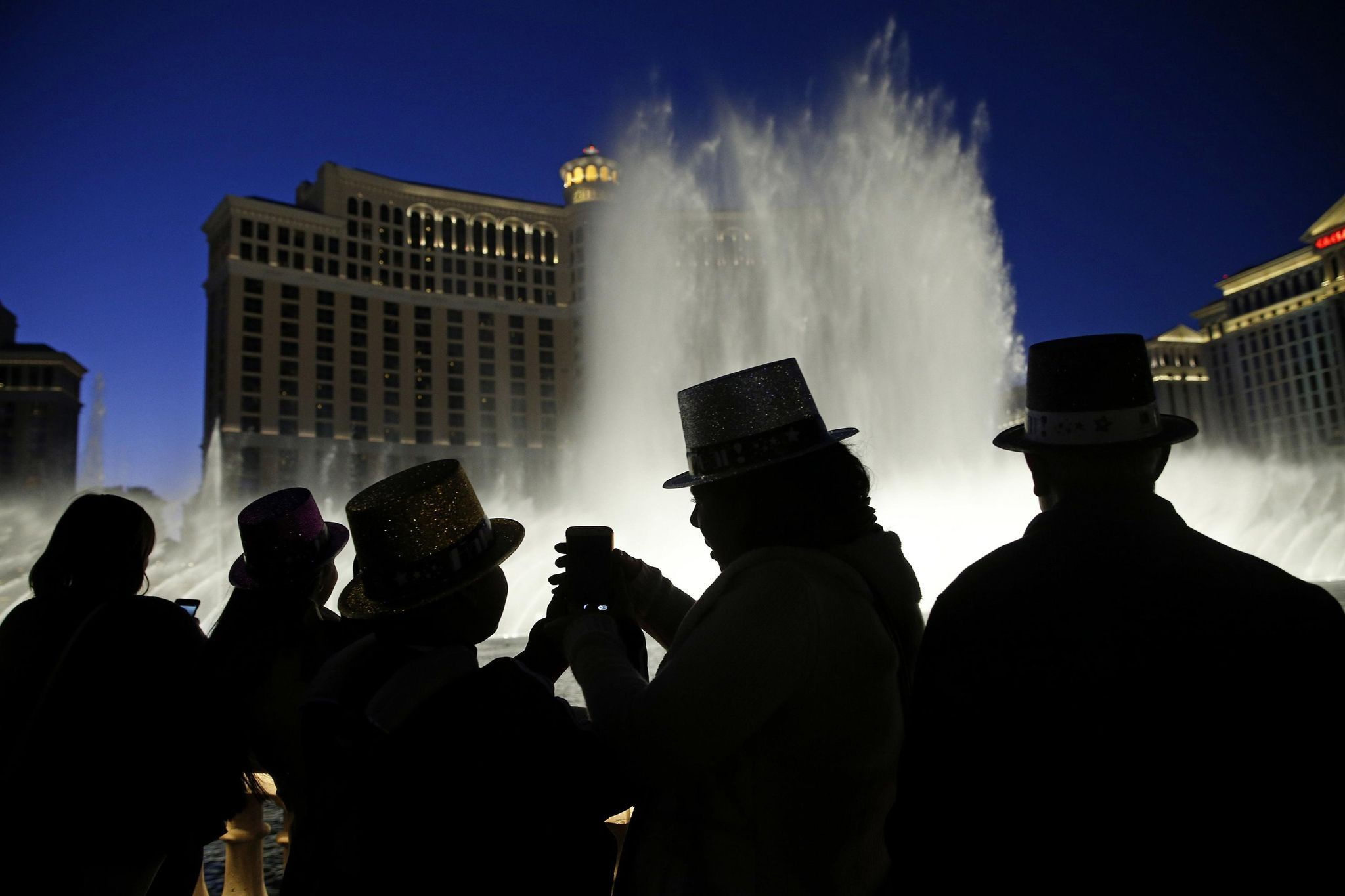 Las Vegas to 2019 with superstars, fireworks show