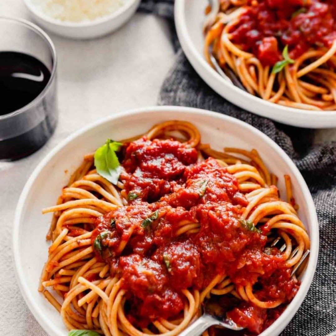 Quick Red Wine Pasta Sauce Skinyrecipes Pasta Recipes Pastasauce This Red Wine Pasta Sauce Is Full Of Fl In 2020 Healthy Chicken Recipes Cooking Pot Recipes Easy