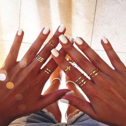 Dieses Jahr weiße Nägel für den Urlaub :) passt zu jedem Outfit und sieht super bei gebräunter Haut aus *-*
