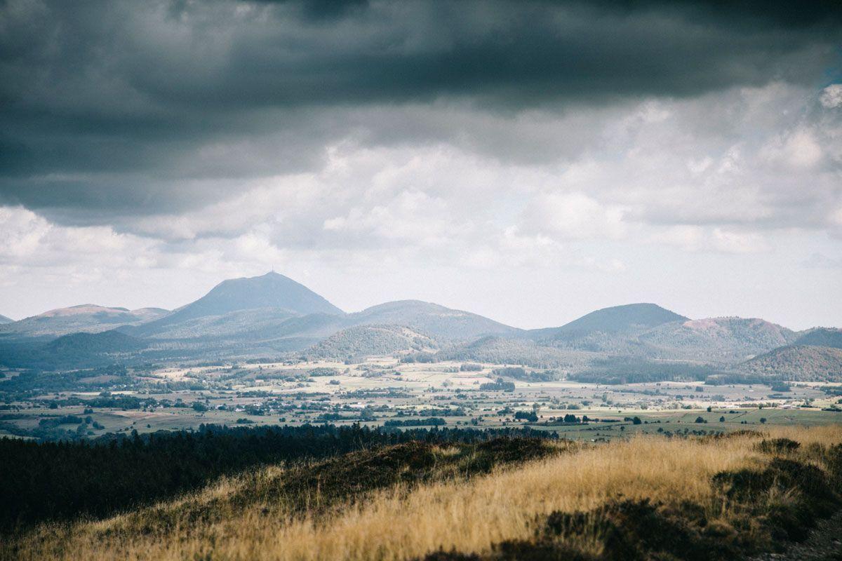 Randonnée en Auvergne sur les volcans de la chaîne des Puys en 2020 |  Auvergne, Volcan auvergne, Volcan
