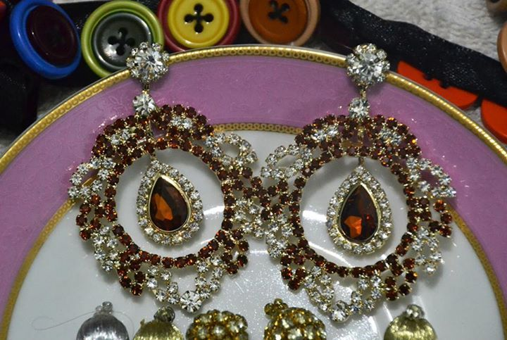 Item Code: D00100a Colors: Marron Price: Rs 350 https://www.facebook.com/messages/JewelryGalaPakistan
