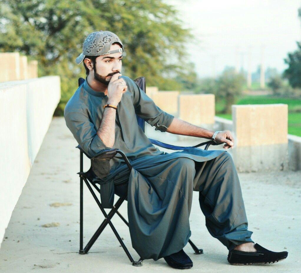 Pin By Shaikh Gulam Hussain Qadri On Mans Photoshoot Pose Boy Stylish Boys Kurta Men