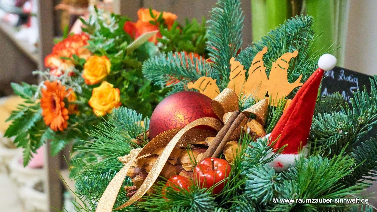 Ein Wunderschoner Weihnachtsstrauss Da Freut Sich Nicht Nur Frau Nikolaus Weihnachtsfest Weihnachtsstimmung Weihnachtskugeln