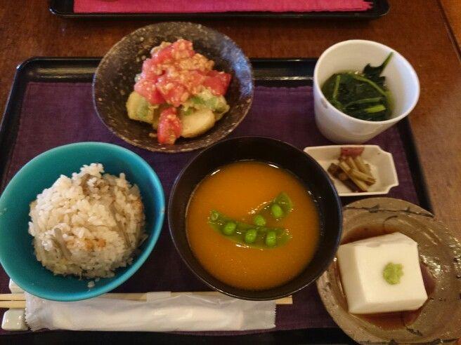 なると屋+典座は鎌倉市、神奈川県にあります