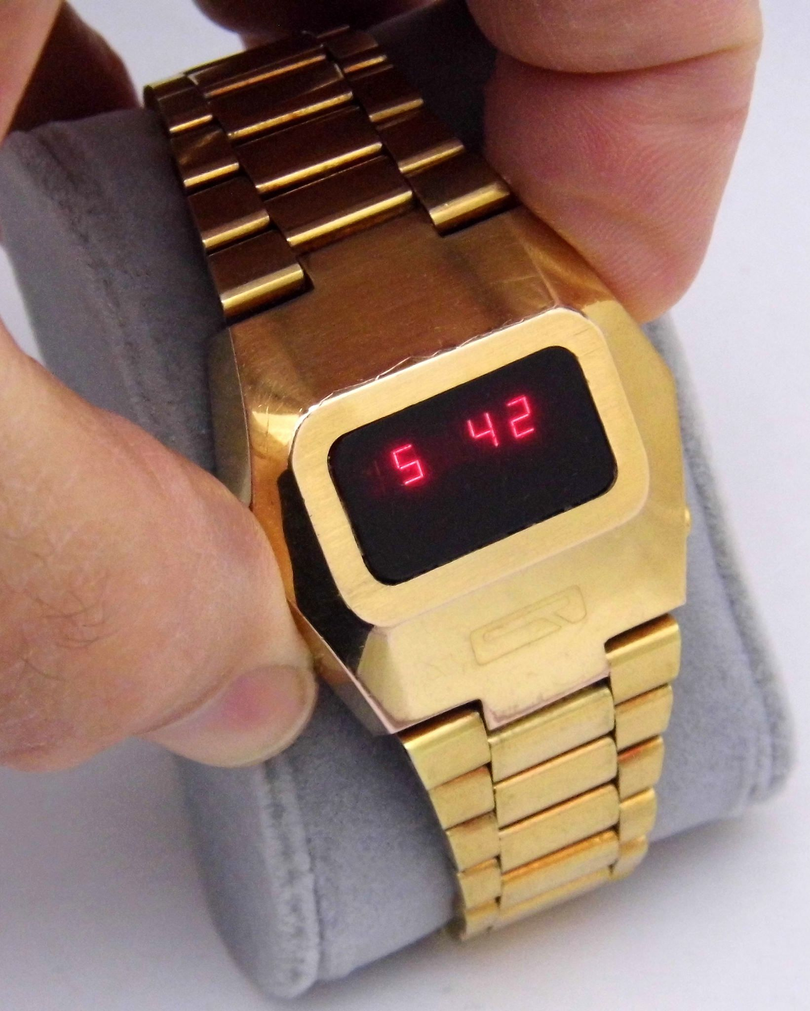 Vintage Quantum Time Corporation Electronic Digital Watch Red Led
