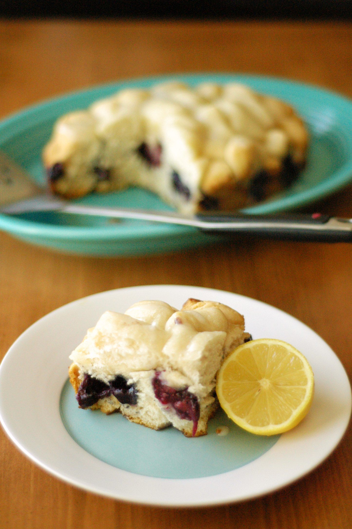 Slow Cooker Blueberry Breakfast Cake with Lemon Drizzle Icing - Slow Cooker Gourmet