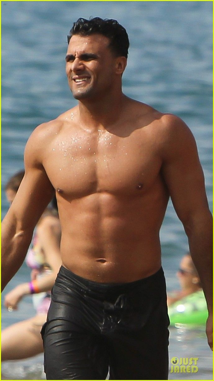 Jeremy Jackson: Shirtless with Loni Willison in Maui ...