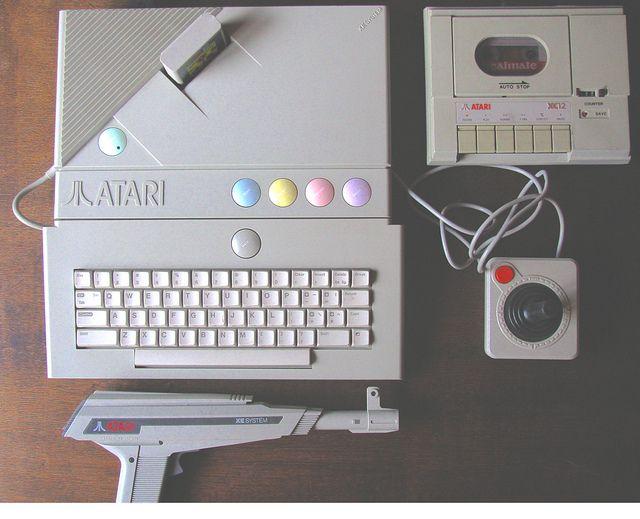 مشغل ألعاب كومبيوتر أتاري XE