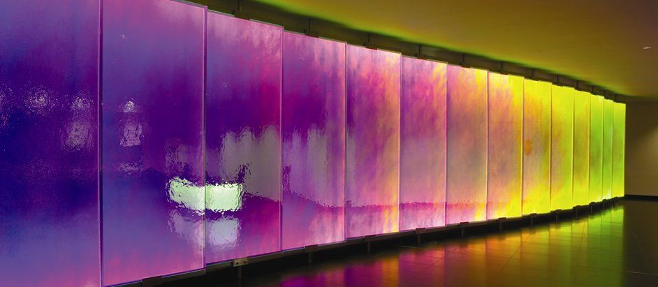 Coloured perspex feature wall in office hotel inrichting