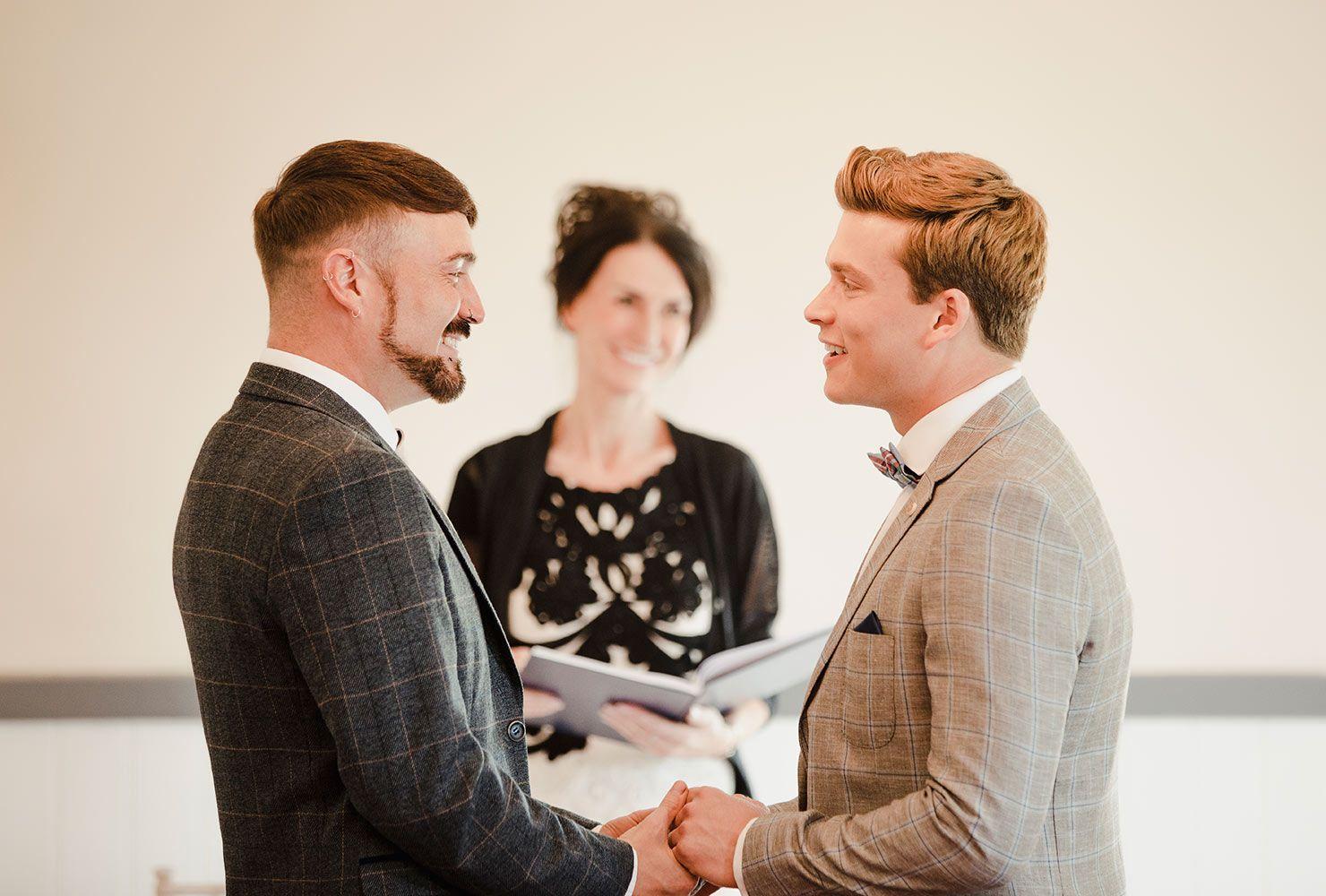 Wedding Officiant Speech Ideas For A Friend's Wedding