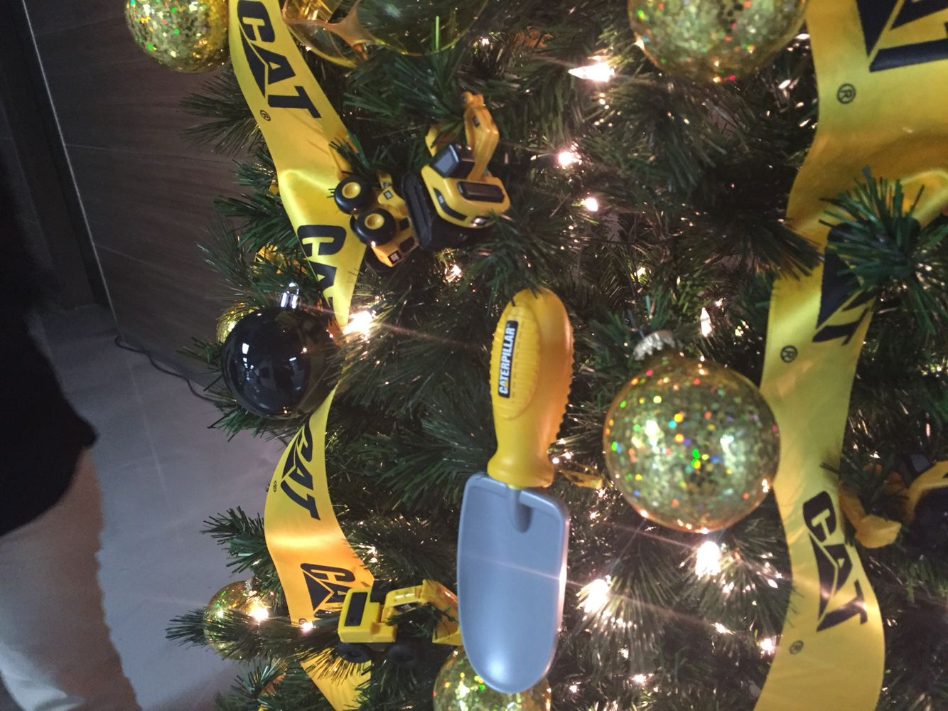 Construction Themed Christmas Tree At Caterpillar Nlr Christmas Tree Themes Christmas Tree Ornaments Holiday Christmas Tree