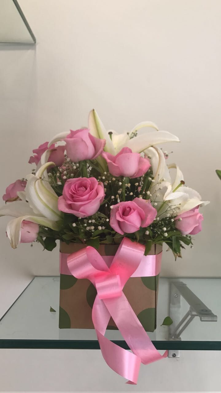 Roses are best for any occasion. Send a bouquet of roses in mix ...