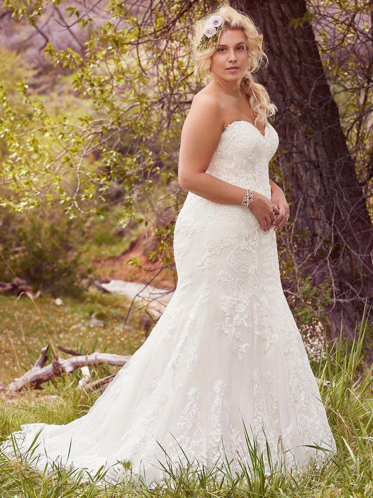 Flattering Wedding Dresses for Curvy Brides Wedding