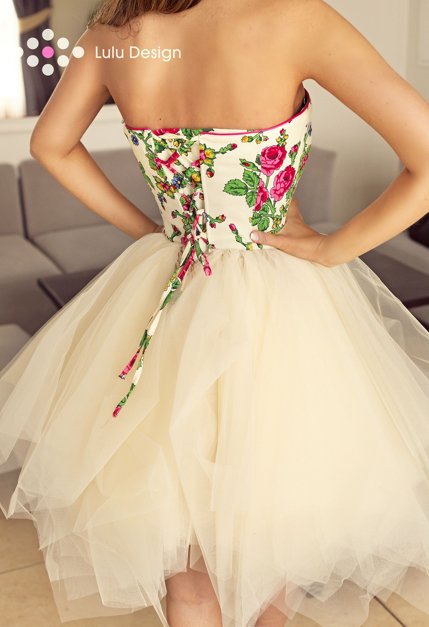 Sukienka Z Puszystym Dolem I Kwiatowym Gorsetem Szyta Na Miare Lub W Standardowej Rozmiarowce Folk Dress Lu Strapless Dress Formal Dresses Formal Dresses