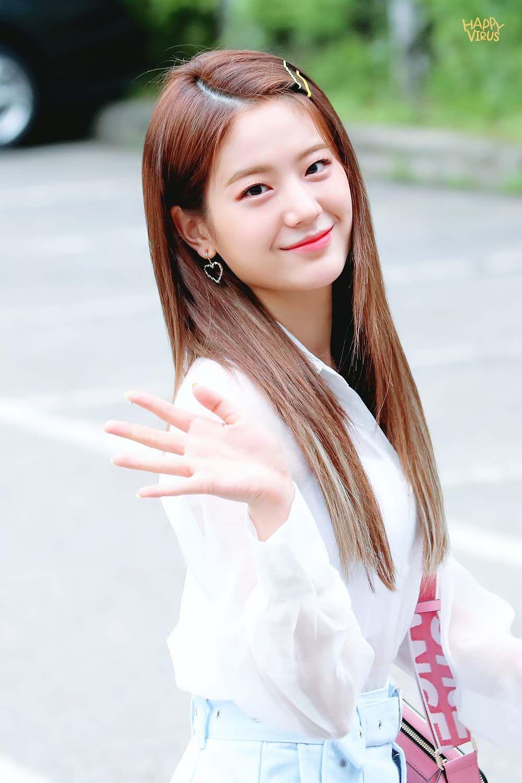 Happyvirus On Twitter Beauty Girl Kpop Girls Medium Hair Styles