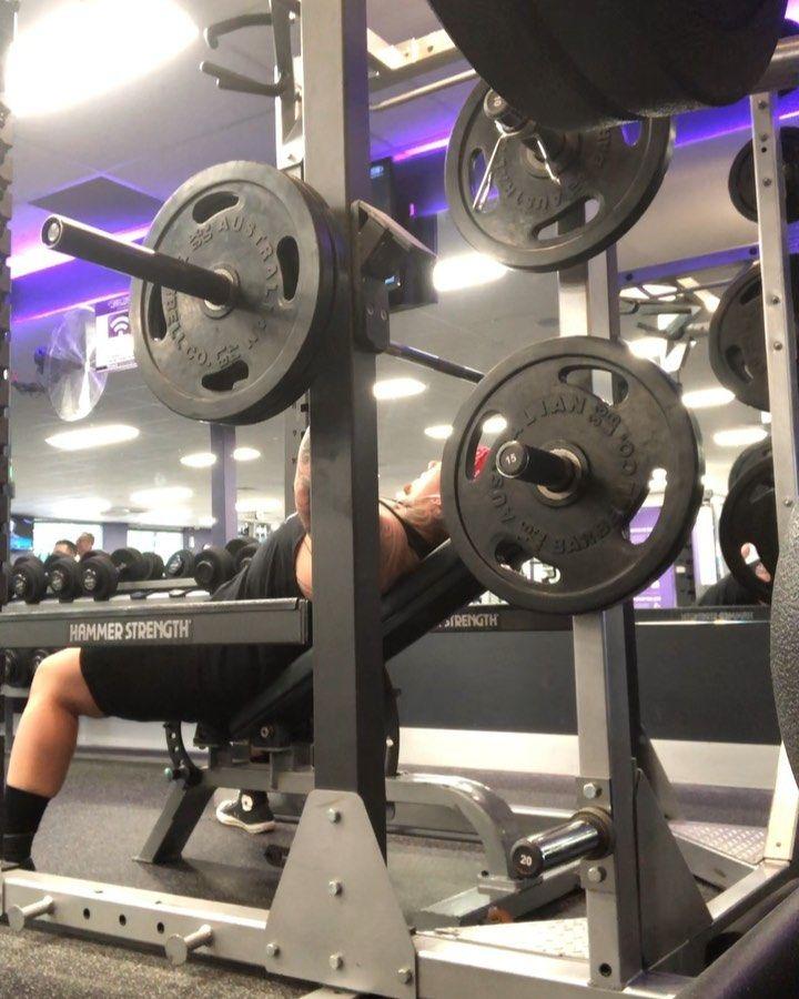 ▶ Eazzyy 100kg incline press for 5 🔥 #guyswithtattoos #tattoo #guyswholift #tattoos #gym #gymmotivation #gymlife...