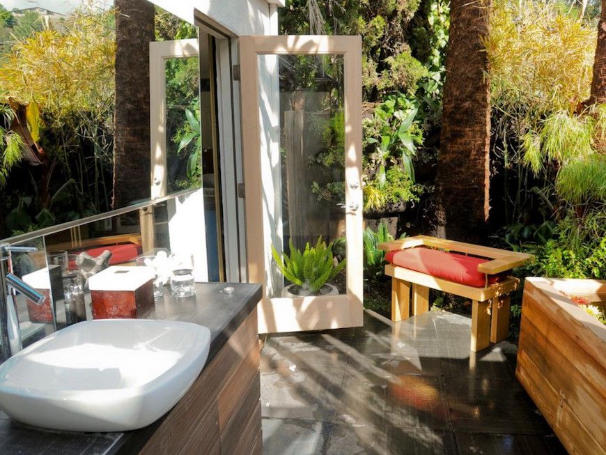 10 Eyecatching Tropical Bathroom Décor Ideas That Will Mesmerize Extraordinary Luxury Outdoor Bathrooms Inspiration