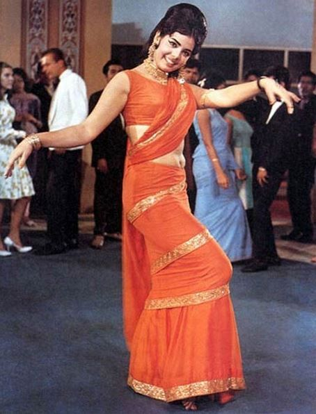 352489f1a2dbcd The Mumtaz Saree Wrap look - Most Iconic Indian Bollywood Actress Looks  Ever – Top 15