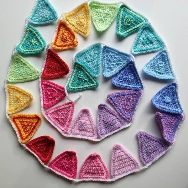 Free Pattern – Rainbow Bunting   Pinterest