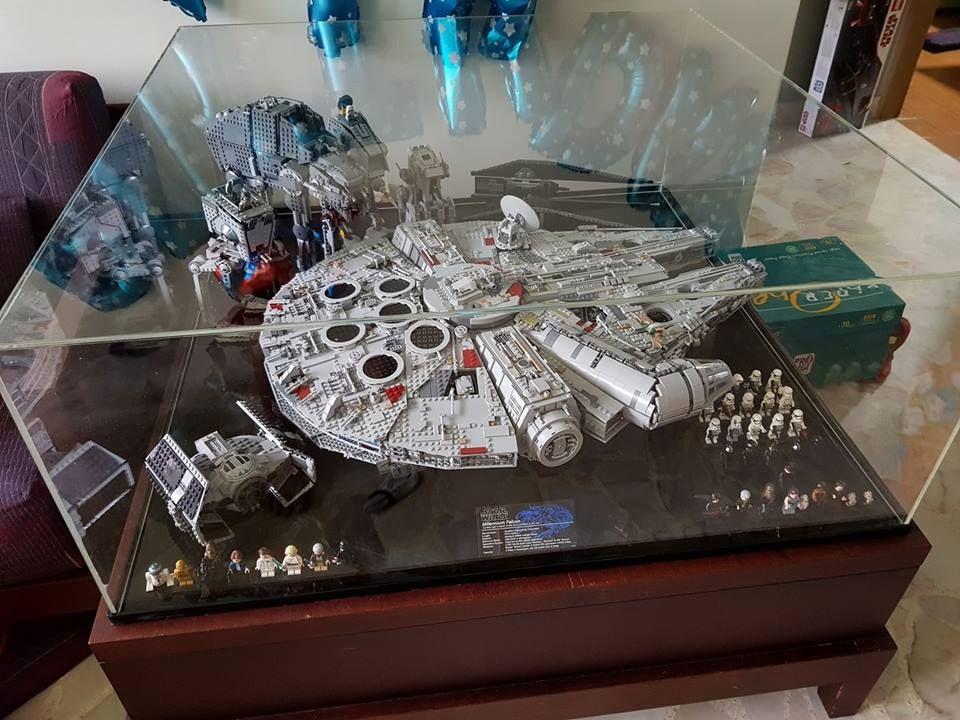 WC.Ang Lego display, Lego, Millennium falcon
