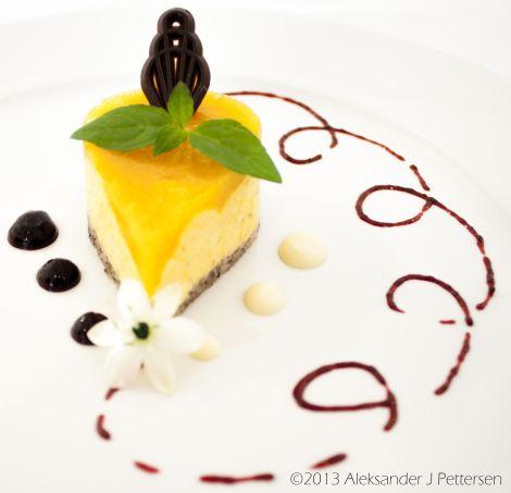 Multemoussekake -                   Cloudberry Mousse cake