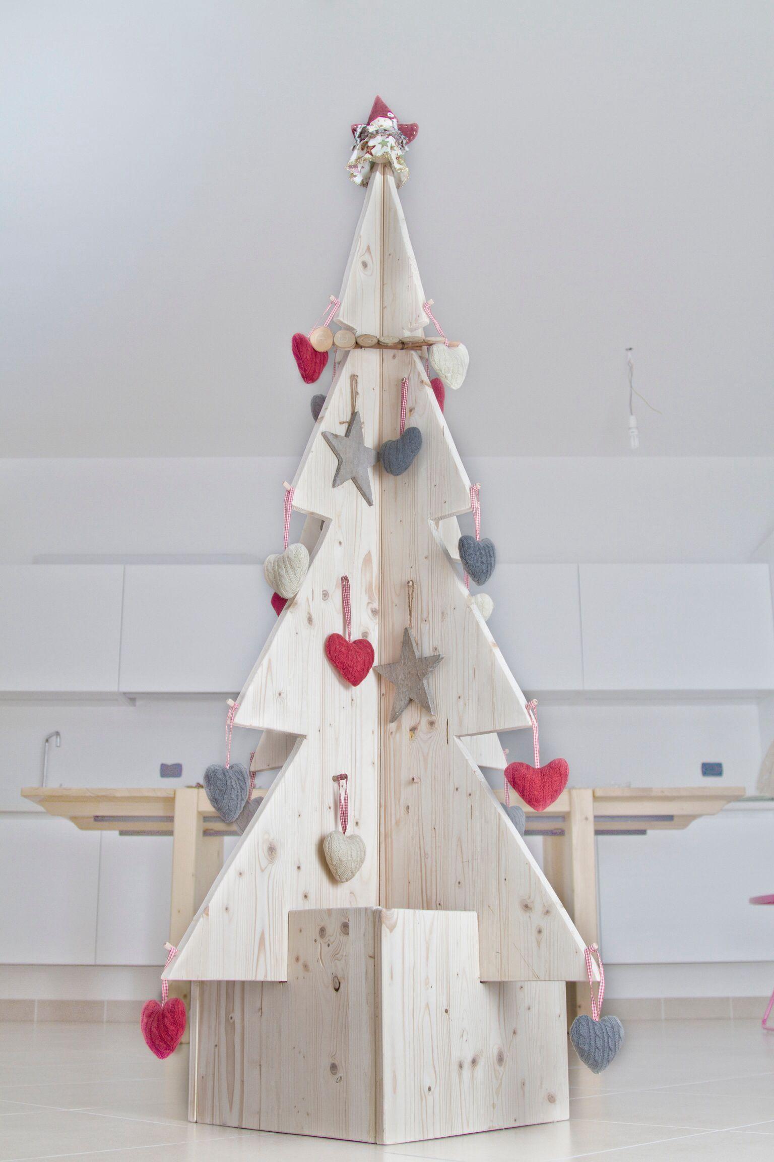 Albero di natale in legno di abete addobbi ikea legno for Albero di natale di legno
