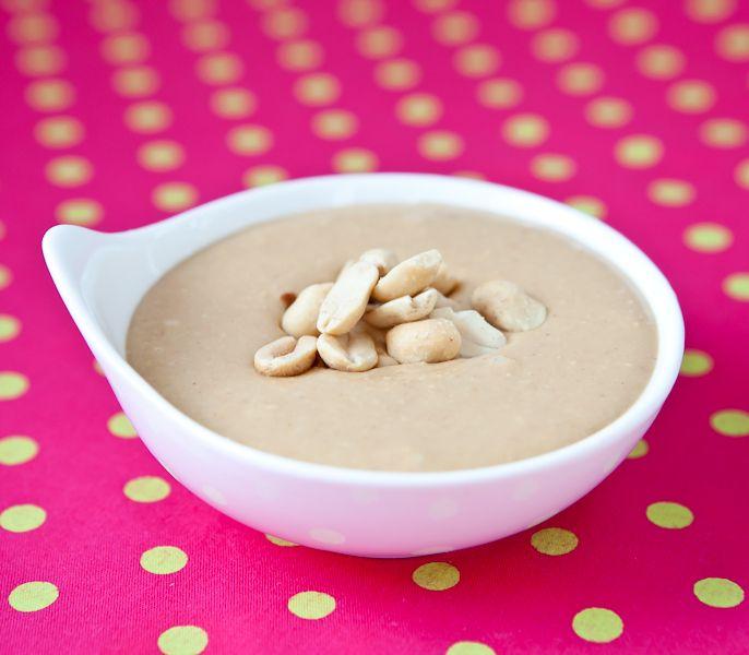 manteiga de amendoim Ingredientes:  - 1 xíc de chá de amendoim torrado sem sal e sem pele.  - 1 col chá de adoçante ou 1col sopa de açúcar mascavo  ou mel (opcional)  O modo de preparo é muito simples, e você pode conferir no instavideo abaixo.