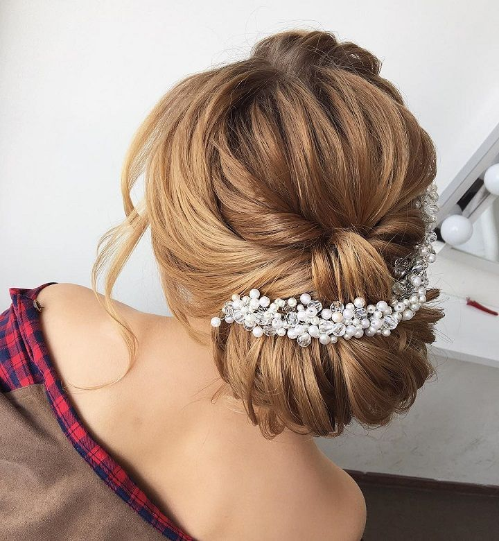Beautiful braided updo #weddinghair #hairideas #halobraids #loosewaves #upstyle #weddinghairstyles #hairstyles #braidedupdohairstyle #braidedupdo #braids