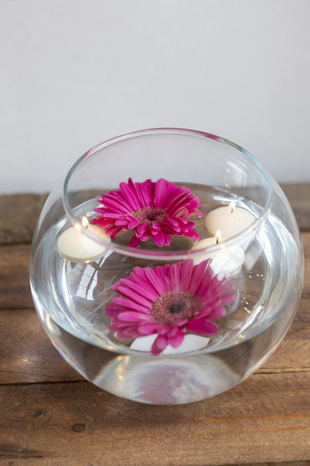 using a fishbowl vase and a few flowers you can create this centerpiece