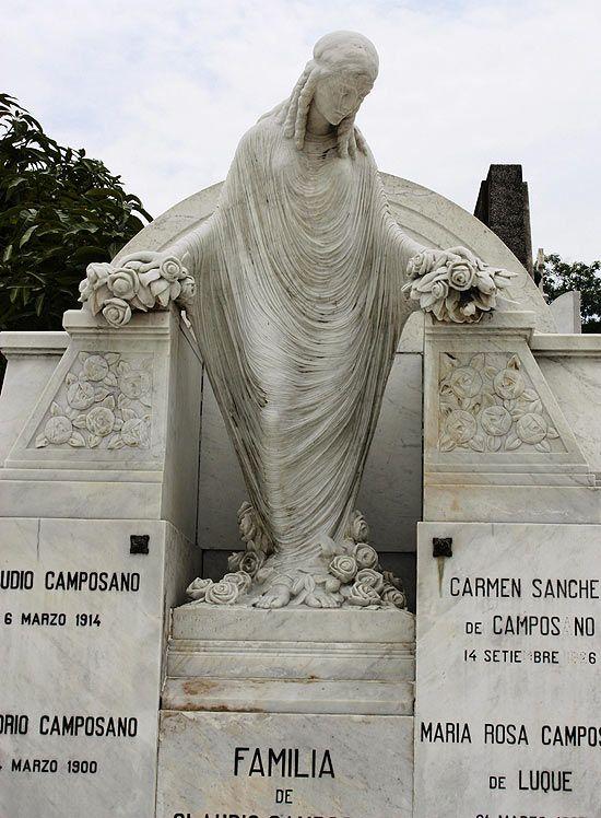 Escultura homenageia falecidos no Cemitério Geral de Guayaquil