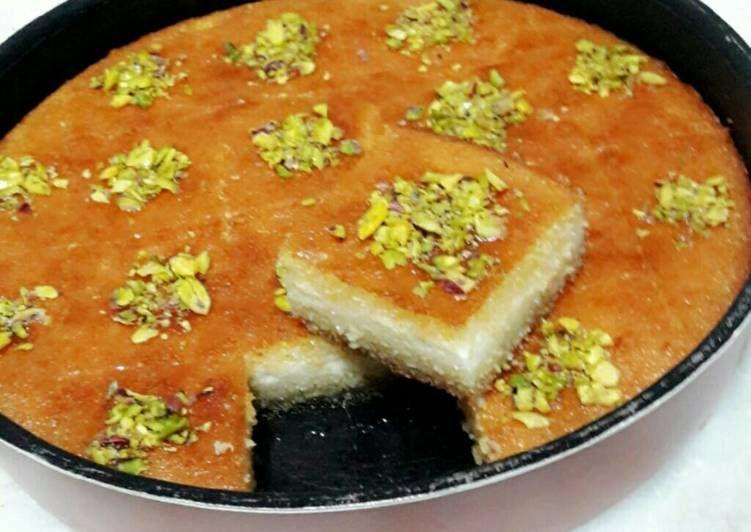 بسبوسة محشية قشطة بالصور من Memoo Recipe Cooking Recipes Desserts Atayef Recipe Arabic Sweets Recipes