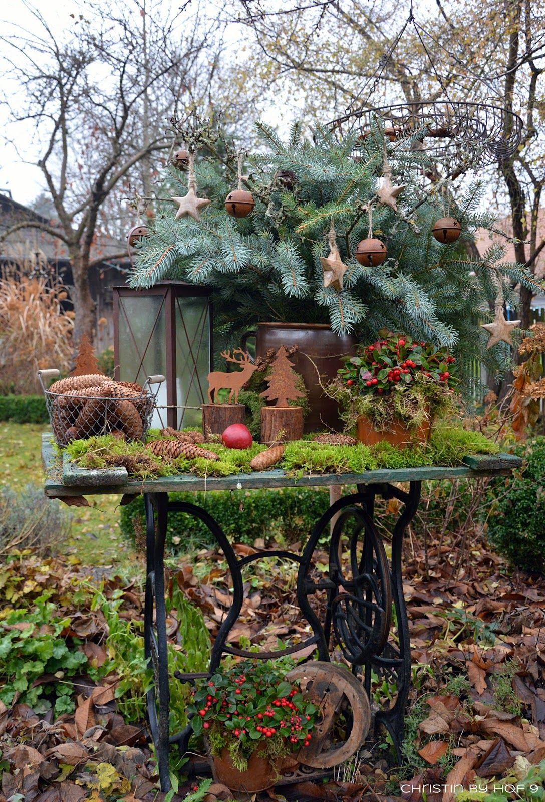 Quaste aus kiefernadeln nat rliche gartendeko im winter for Gartenbeet deko