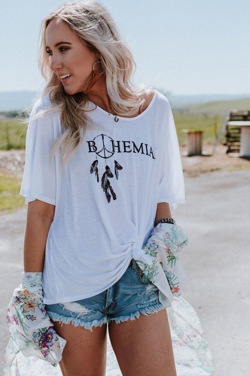 68a50a261 Bohemian Dreamcatcher Graphic Tee in 2019 | ᎦUMMᏋR ᏰRᏋᏋZIᏁ ...