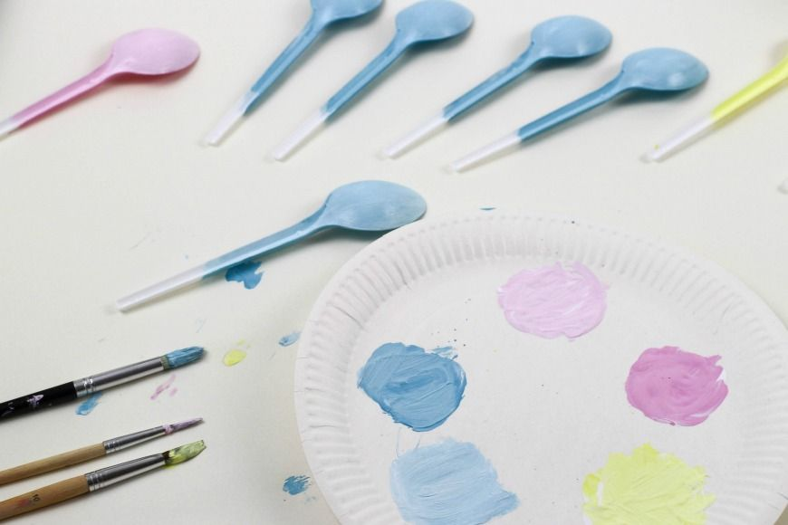 ThesePop-up Spoon Chicks are a super fun Spring and Easter crafts for kids. They are perfect for recycling plastic spoons.  A fun and simple DIY kids craft that is great for celebrating Spring.