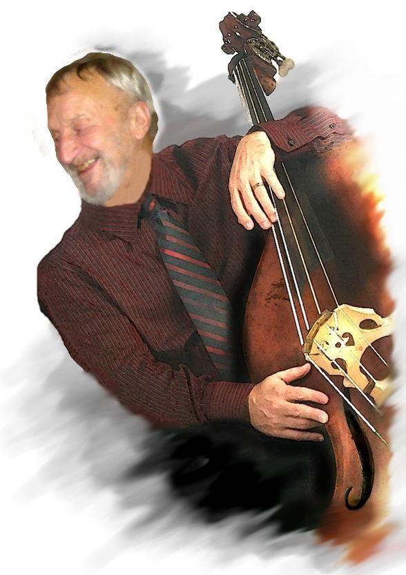 Milan Pokorný se raduje u nového nástroje.