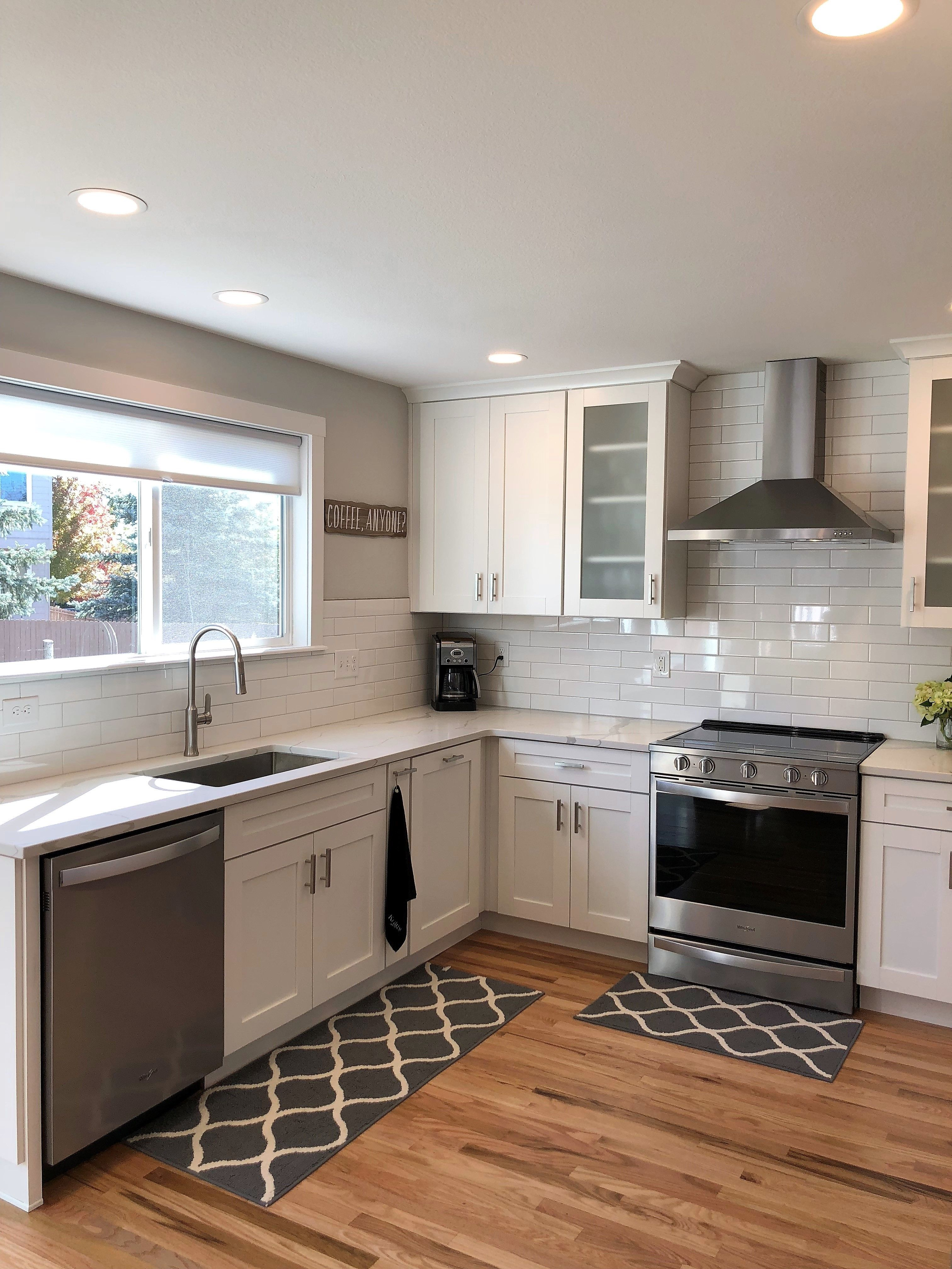 Best White Shaker Cabinets Are Paired With Stunning Wood 400 x 300