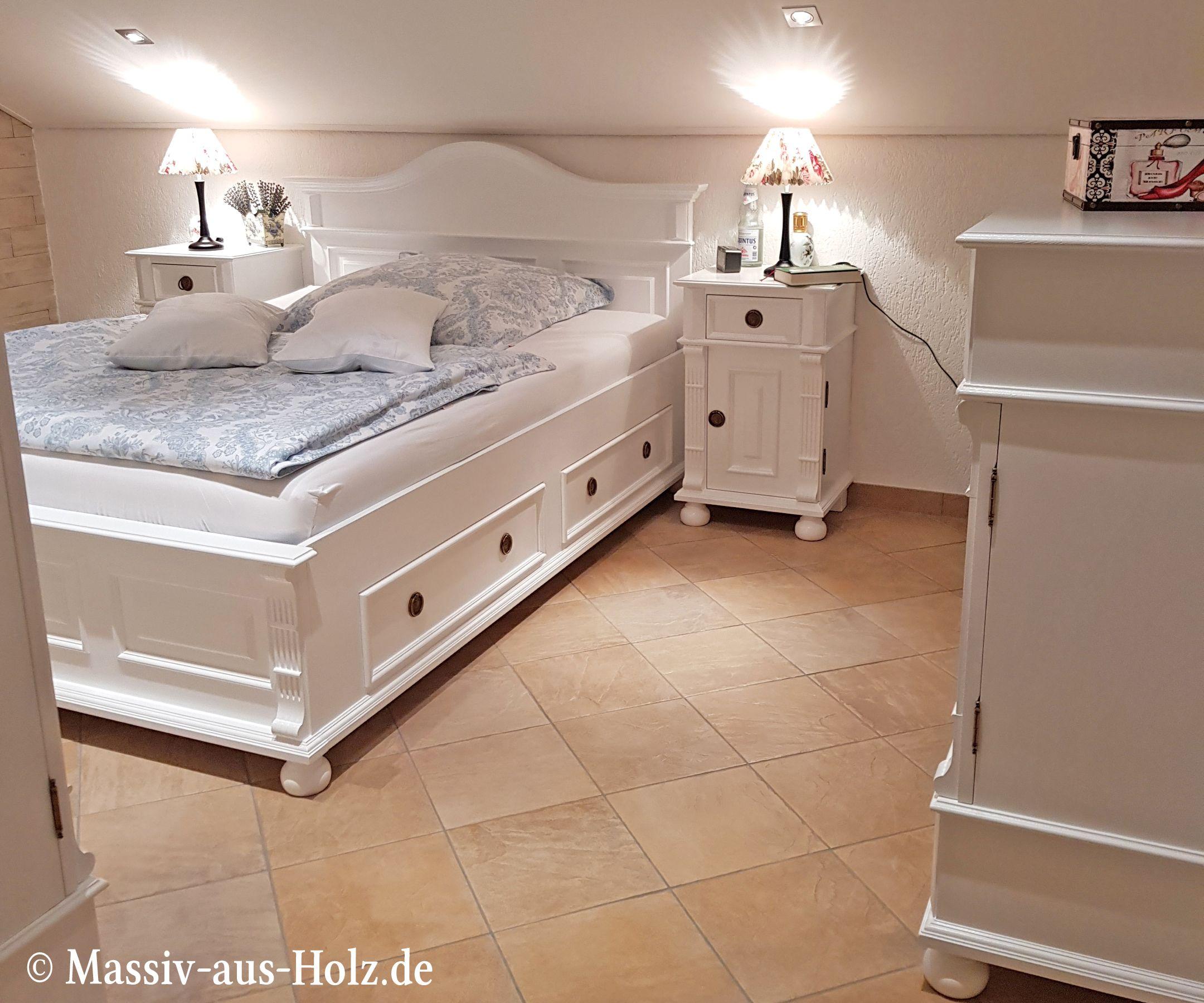 Das Weisse Schlafzimmer Massiv Aus Holz Schlafzimmer Weiss Landhaus Mobel Rustikale Mobel