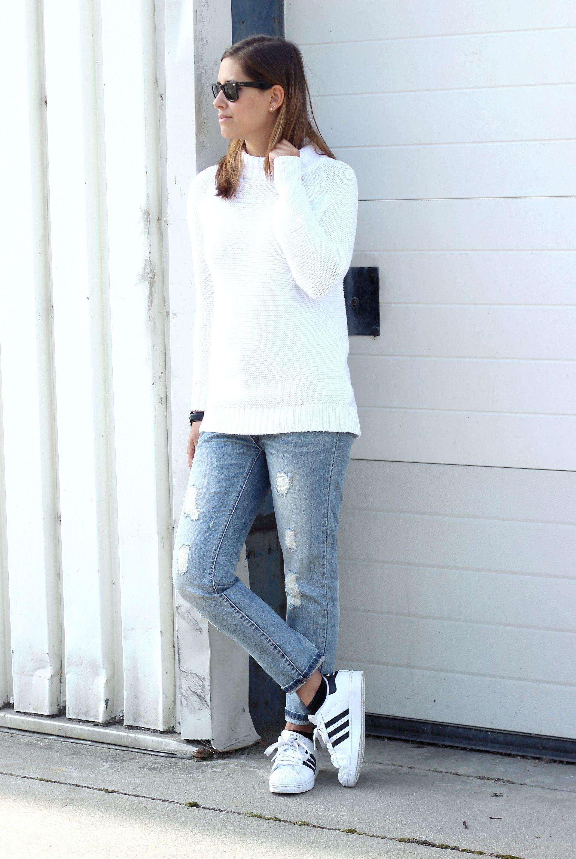 Pólvora Identidad trigo  OUTFIT: White + denim | Shout-out to you: OUTFIT: White + denim | White  sneakers outfit, Superstar outfit, Adidas superstar white
