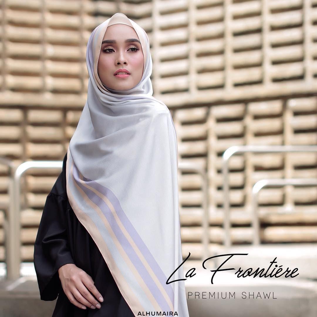 La Frontiére Premium Shawl ini adalah shawl yang bercorak
