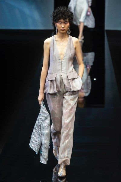 official site new images of cheapest price Giorgio Armani Spring 2019 Ready-to-Wear Fashion Show | Moda ...