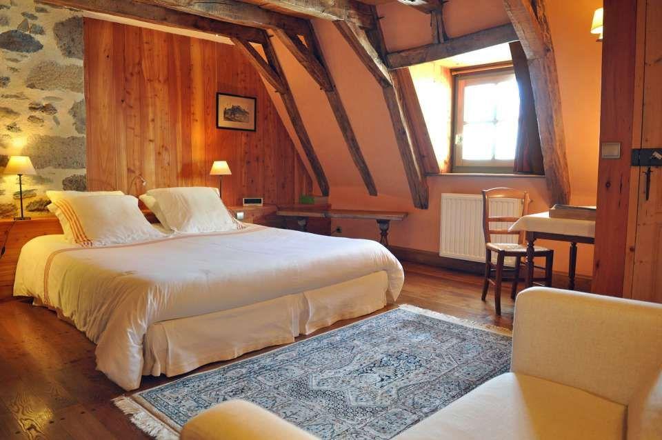 La Roussiere Maison D Hotes De Charme Auvergne Cantal Site Officiel Chambre D Hotes Aurillac Auvergne Maison D Hotes Chambre D Hote Maison