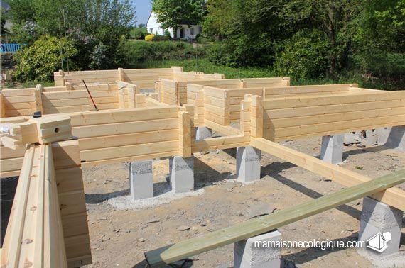 Maison bois les premiers madriers sur plots b ton auto - Maison bois et beton ...
