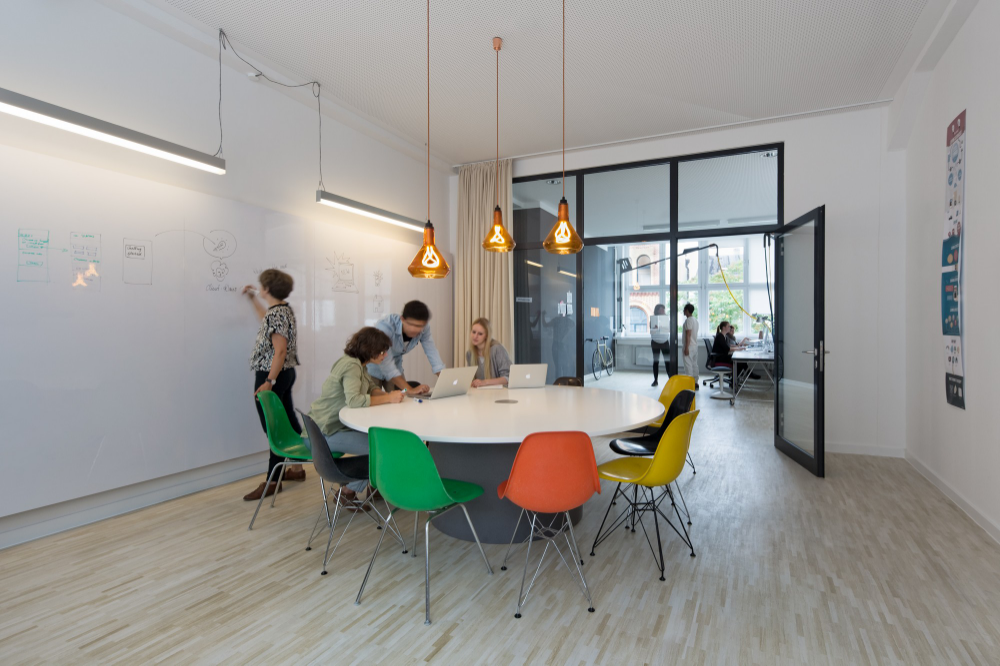 Pin by Eline De Vries on Office Design in 2020 | Office ...