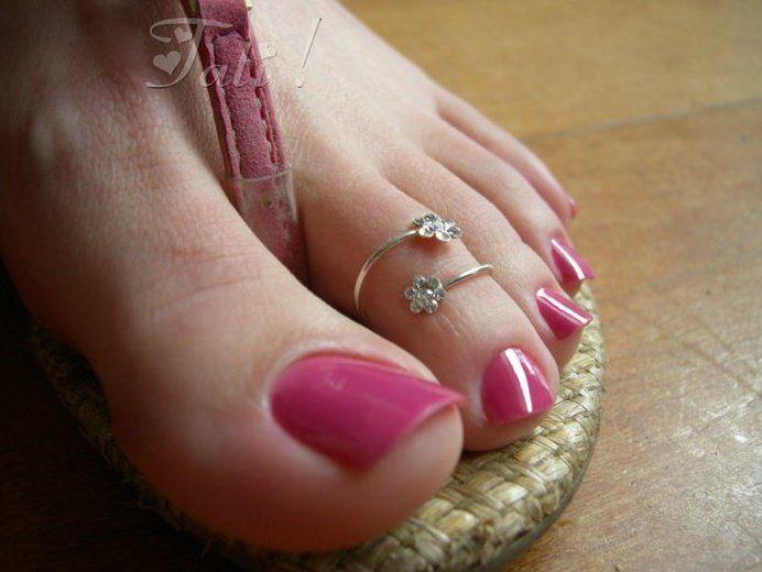 Fetish ring toe