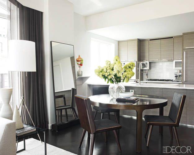 Hilary Swank's Home: The kitchen is outfitted with quartz countertops, sink fittings by Kohler, and a Viking cooktop.