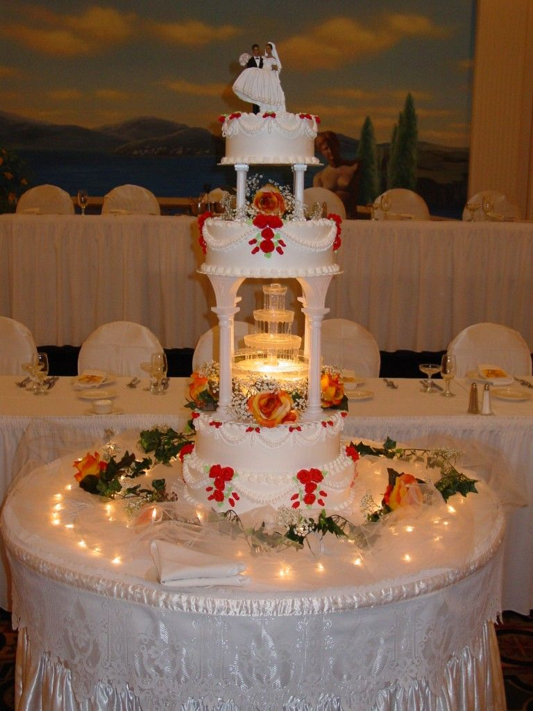 winsome Magnificent Wedding Cake with Fountain