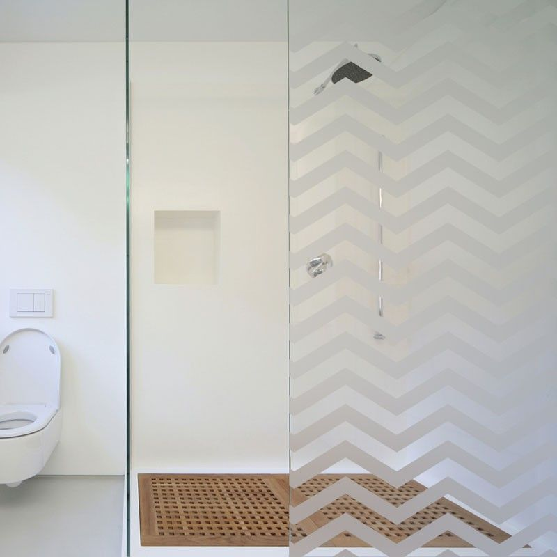 un sticker d poli pour la d coration de votre paroi de douche au motif graphique zig zag. Black Bedroom Furniture Sets. Home Design Ideas