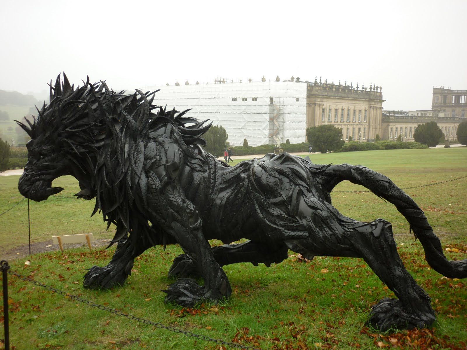 Yong Ho Ji, Lion, sculpture made from recycled tires.