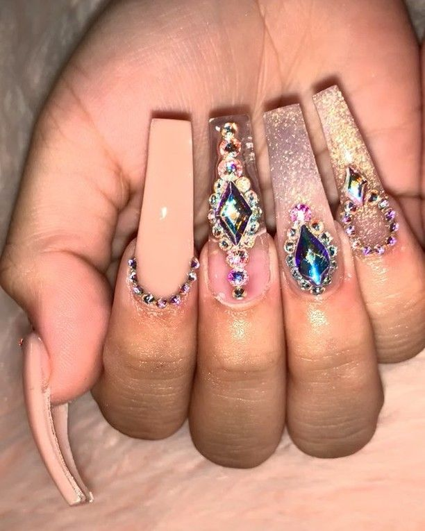 Pin By Elodie Patricio Motte 22 On Nails Bling Acrylic Nails Quinceanera Nails Luxury Nails