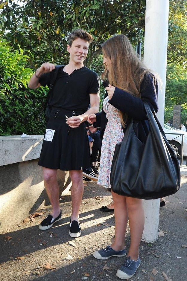 Boys Wearing Dresses To School Boys Wear Skirt...